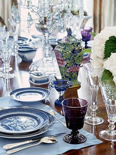 Dallas designer Cathy Kincaid sets an elegant table with a collection of blue and white china. (Photo: Photo: Antoine Bootz and Jeff McNamara; Stylist: Charles Birdsong; Designer: Cathy Kincaid)