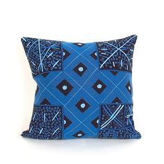 Kussen Yoruba. Geïnspireerd op Afrikaanse kunst. Verkrijgbaar bij artdecowebwinkel.com.