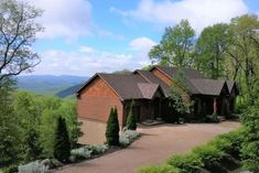 6BR . 4/5 BA.  $4916.  Luxury Home on SUGAR*AMAZING VIEW*Hot Tub*Pool Table*Fireplace*Jukebox - Houses for Rent in Banner Elk, North Carolina, United States