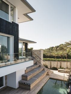 A collaborative coalition between CM Studio, their client and more, this picturesque Sydney home offers a sophisticated approach to seaside life. Shiplap Cladding, Timber Cladding, Australian Beach, Australian Homes, Modern Coastal, Coastal Living, Casa Cook, Pacific Homes, Modern Exterior