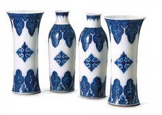 Paire de vase cornet et paire de vase bouteille, manufacture de St-Cloud, vers 1700