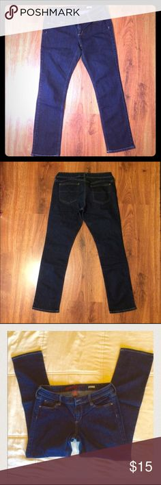 """Arizona Jean Company juniors cropped jeans Arizona Jean Company cute and comfy juniors size 9 cropped skinny jeans. Worn only once. Excellent condition! These go to my ankles and I'm 5'4"""". They look adorable with heels or flats! Arizona Jean Company Pants Ankle & Cropped"""