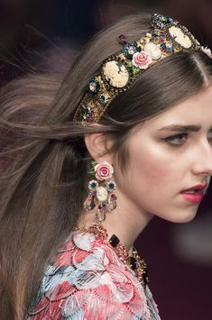 Dolce & Gabbana at Milan Fashion Week Spring 2018 Dolce & Gabbana at Milan Fashion Week Spring 2018 – Details Runway Photos Fashion Collection 23 (Visited 2 times, 1 visits today) Dolce & Gabbana, Dolce And Gabbana Earrings, Old Jewelry, Hair Jewelry, Jewelry Crafts, Jewellery, Vintage Jewelry, Runway Fashion, Fashion Tips