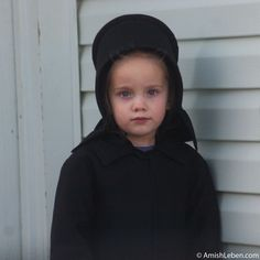 Amish Girl - Life in Amish Country