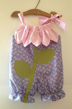 Sunny Flower Pillowcase Romper, way too cute! Toddler Sewing Patterns, Baby Clothes Patterns, Clothing Patterns, Love Sewing, Sewing For Kids, Baby Sewing, Sewing Terms, Sewing Basics, Easy Baby Blanket
