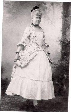 Princess Marie of Edinburgh, later Queen of Romania Princess Alexandra, Princess Beatrice, Prince And Princess, Romanian Royal Family, Greek Royal Family, 18th Century Dress, 18th Century Costume, Princess Victoria, Queen Victoria