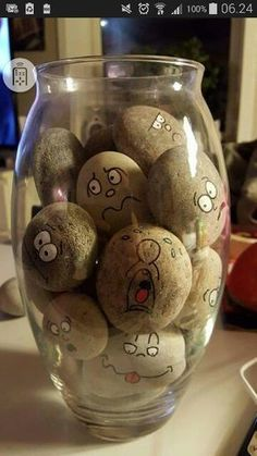 Easy Paint Rock For Try at Home (Stone Art & Rock Painting Ideas) - Decoration Fireplace Garden art ideas Home accessories Stone Crafts, Rock Crafts, Diy And Crafts, Crafts For Kids, Arts And Crafts, Crafts With Rocks, Pebble Painting, Pebble Art, Stone Painting