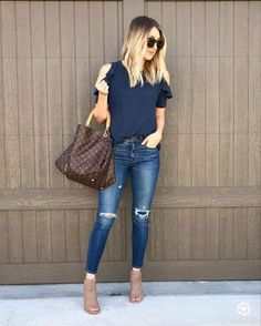 replace with wedges for another casual summer outfit - blue tee, ripped jeans Modest Summer Outfits, Cute Casual Outfits, Simple Outfits, Spring Outfits, Casual Summer, Look Fashion, Fashion Outfits, Pinterest Fashion, College Outfits