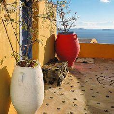 I a - S a n t o r i n i - G r e e c e #vsco #loves_greece_ #great_captures_greece #greecetravelgr1_ #greecelover_gr #kings_greece #igers_greece #colorsofgreece #heavenly_shotz #travel_drops #expression_greece #alltags_gr #urban_greece #roundphot0 #wonderful_santorini #gf_greece #team_greece_members #rsa_vsco #super_greece_channel #igworldclub_hdri #great_street_photos Big Vases, Greek Islands, Greece Travel, Santorini, Around The Worlds, Places, Instagram, Greek Isles, Greece Vacation