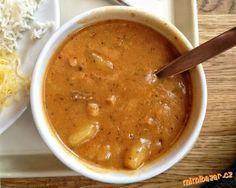 Cibuli, mrkev a brambory oloupejte a nakrájejte na menší kostky, cuketu oloupejte a lžičkou vydlabej...