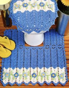 A) 25 Beginner Knitting Projects Knitting can be intimidating if you've never done it before, but th Crochet Baby Dress Pattern, Crochet Patterns Amigurumi, Crochet Squares, Bathroom Sets, Needlework, Diy And Crafts, Projects To Try, Diys, Blanket