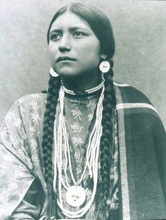 A Lakota woman.  From: Frank Grouard, the adventurer who tricked Sitting Bull: www.farwest.it