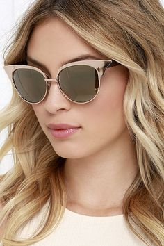 You'll definitely want to show off your new Let Freedom Wing Tortoise and Gold Cat Eye Sunglasses! Shiny cold cat eye frames surround brown mirrored lenses, while tortoise arms add a cool neutral touch. 100% UV Protection.