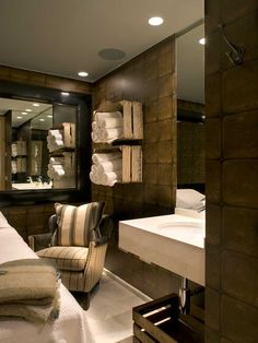 Treatment room at the El Lodge. Like the rolled up towels in the crates.