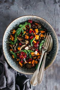 Nourishing fall salad with roasted pumpkin, beluga lentils and grapes | TheAwesomeGreen.com