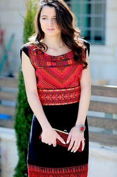 Placement of tatreez Embroidery Fashion, Embroidery Dress, African Fashion, Indian Fashion, Womens Fashion, Palestinian Embroidery, Afghan Dresses, Designer Blouse Patterns, International Fashion