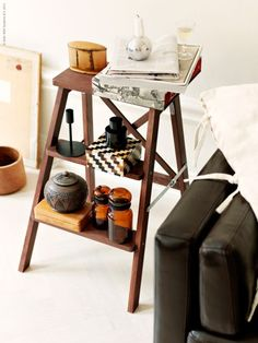 In your living room III. Multitasking ideas for your old ladder. (Loving all these recycling ideas)