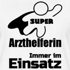 Super Arzthelferin - Immer im Einsatz. Super Shirts und Geschenke für alle heldenhaften Arzthelferinnen. #Arzt #Arzthelferin #Ärzte #Medizin #Praxis #Berufe #Berufskleidung #Shirts #TShirts #Kleidung #Geschenke