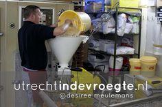 Banketbakker #Wammes in #Utrecht bakt in de vroegte heerlijke #oliebollen voor de #jaarwisseling; http://www.utrechtindevroegte.nl/project/oliebollen-van-wammes #utrechtindevroegte #fotografie