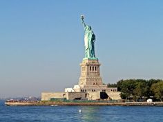 Ich weiß nicht was es ist, aber jedes Mal wenn ich der Freiheitsstatue auf die Krone steigen will, verweigert sie sich mir. Scheinbar will sie es einfach nicht! Meine gescheiterten Jungfraueneroberungen beziehen sich auf die Jahre 1990,1995,1997. Diesmal sollte ALLES anders werden……weiter unter: http://welt-sehenerleben.de/Archive/806/new-york-alles-fur-die-krone/  #NewYork #USA #Amerika #Freiheitsstatue