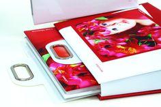 La valigetta implementa il sistema EasyTray per l'estrazione facilitata del libro