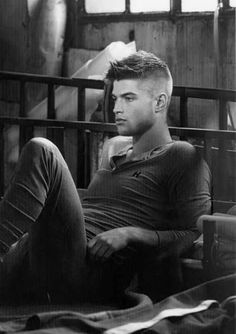 Fade hairstyles are turning out to be really well-liked amongst guys recently. The fade haircut is a men's hairstyle that relies on obtaining the hair on t Haircut For Thick Hair, Fade Haircut, Haircut Men, Boy Hairstyles, Trendy Hairstyles, Hairstyle Ideas, Short Hair Cuts, Short Hair Styles, Hommes Sexy