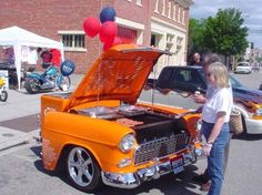 Vintage US car recycled as a fully functionnal BBQ