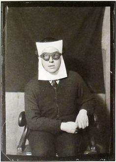 Man Ray: André Breton, Paris, 1924 SURREALISME  Photo au service de l'immaginaire, de l'inconscient, libre choix moyen/support /sujet