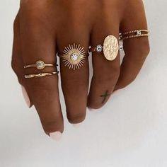 Hand Jewelry, Cute Jewelry, Boho Jewelry, Jewelry Accessories, Gold Rings Jewelry, Golden Jewelry, Jewlery, Accessories Online, Graff Jewelry