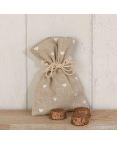 #Bolsita de algodón en color beige con corazones con 3 #bombones