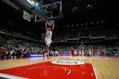 Rudy Fernández la lía ante el bicampeón: 20 puntos, 6 rebotes y 34 de valoración El pique de Rudy Fernández y Spanoulis en el Madrid-Olympiacos (Vídeo) http://kiaenzona.com/mas-basket/euroliga/el-momento-mas-caliente-del-real-madrid-olympiacos-el-pique-de-rudy-y-spanoulis-video-5261/