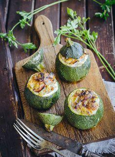 ¿Sabías que, la calabaza y sus semillas ayudan a mejorar la calidad de nuestro sueño? Prepárale a tu familia un plato fuerte saludable, unas deliciosas calabacitas rellenas. Mira el paso a paso, aquí.