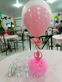 Ideas en un 2 x 3: Centros de mesa para una fiesta de ballerinas 1st Birthday Parties, 3rd Birthday, Ballerina Party, Baby Shower Centerpieces, Childrens Party, Balloon Decorations, Party Themes, Party Ideas, Event Planning