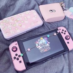 accessories for room girl Gamer Setup, Gaming Room Setup, Nintendo Console, Nintendo Ds, Kawaii Games, Nintendo Switch Case, Nintendo Switch Accessories, Otaku Room, Kawaii Room