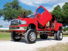 What can I say.. I have a thing for trucks. I want a BIG truck like this one so bad. <3