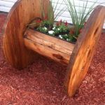 Looking for a cheap and creative DIY furniture ideas?Take a look and be inspired with cable spool furniture ideas that we prepared for you! Cable Spool Tables, Wooden Cable Spools, Spool Chair, Cable Spool Ideas, Wooden Spool Tables, Wire Spool, Wood Pallet Recycling, Recycled Pallets, Wood Pallets