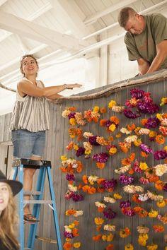 20 Ideas to Make Floral Backdrop - Pretty Designs - Wedding Decor - hochzeitsblumen Diy Wedding Backdrop, Diy Backdrop, Floral Backdrop, Photo Booth Backdrop, Wedding Decorations, Photo Booths, Backdrop Lights, Decor Wedding, Head Table Backdrop