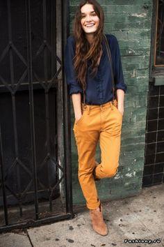 Не уверена, что будь у неё другое выражение лица, я обратила бы внимание на картинку. ... и не то чтобы мне нравилось тут это конкретное пятно оранжевого цвета. Но что-то между строк тут хорошо /обосновала, называется/ сочетание цвета и ткани рубашки мне нравится /и, конечно, руккава 3/4./ и сама идея ярких штанов на подтяжках с этой кладбищенской рубашкой.