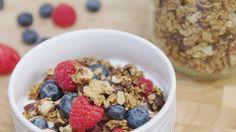 Sandra Bekkari: Homemade cruesli met chocolade Good Morning Breakfast, Breakfast Dessert, Breakfast Recipes, Healthy Meals To Cook, Healthy Cooking, Healthy Recipes, Healthy Food, Granola, Muesli
