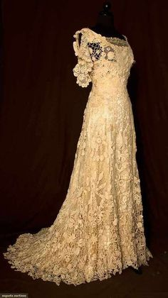 (via Irish Lace Gown 1908 Augusta Auctions | GYPSY THAT REMAINS | Pinterest)