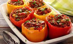 Je zal vast denken gevulde paprika's met chorizo en ei in de ochtend dat is toch helemaal niet lekker. Integendeel, in heel veel culturen is het een gewoonte om in de ochtend warme en hartige dingen te eten. Ze eten danvaak iets met kip en rijst maar ook worden er exclusieve gerechten gegetenzoals deze gevulde paprika's. Het is natuurlijk ook mogelijk om de gevulde paprika's te serveren als hoofdgerecht bij het avondeten.