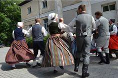 FOTO: Vērgales svētkos rūc motori un dižojas dejotāji :: Rekurzeme.lv