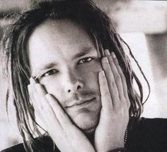 I've never seen Jonathan Davis with such a peaceful look on his face, and perhaps this pic was taken ironically, but I like it anyway...