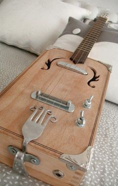 Love this idea of a cigar box guitar. with a fork for a br.-Love this idea of a cigar box guitar… with a fork for a bridge! x) Love this idea of a cigar box guitar… with a fork for a bridge! Cigar Box Guitar, Guitar Stand, Unique Guitars, Custom Guitars, Vintage Guitars, Cigar Box Nation, Cigar Box Projects, Cigar Box Crafts, Ukulele