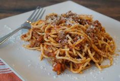 This article has links to products and services we recommend, which we may make commission from.If you're still making spaghetti with jarred tomato sauce, you're missing out on the nuances of flavor … Homemade Spaghetti Meat Sauce, Baked Spaghetti, Slow Cooker Beef, Slow Cooker Recipes, Cooking Recipes, Homemade Lasagna, Homemade Pasta, How To Make Spaghetti, Making Spaghetti