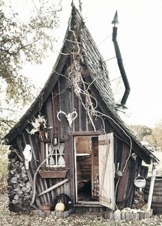 1000 images about cute crooked playhouses on pinterest kid playhouse playhouse plans and. Black Bedroom Furniture Sets. Home Design Ideas