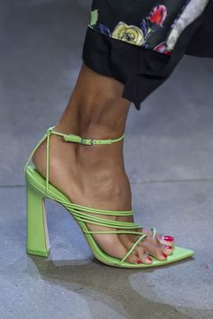 Prabal Gurung Spring 2020 Fashion Show Details. All the fashion runway close-up details, shows, and handbags from the Prabal Gurung Spring 2020 Fashion Show Details. Spring Shoes, Summer Shoes, Fashion Week, New York Fashion, Shoe Boots, Shoes Sandals, Shoes Sneakers, Hot Shoes, Lace Up Espadrilles