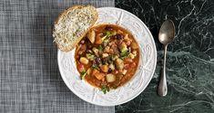 Σούπα μινεστρόνε τον Άκη Πετρετζίκη.  Συνταγή για σούπα μινεστρόνε με φασόλια, λαχανικά και ζυμαρικά! Μια νόστιμη και θρεπτική σούπα με leftovers! Chana Masala, Homemade, Baking, Ethnic Recipes, Drink, Food, Youtube, Beverage, Patisserie