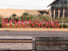 Robinson's Mall on Mac Arthur Boulevard in Angeles City Pampanga Philippines #angelescity #balibagostreets #pampanga