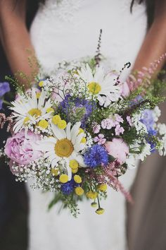 daisies in a #bouquet. a perfect bouquet for a bride who loves daisies #wedding